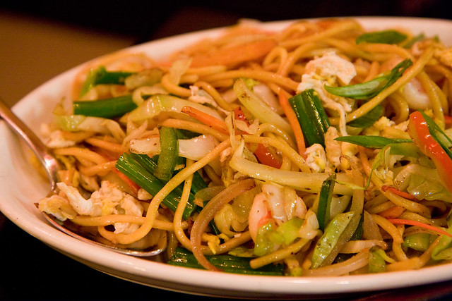 Hakka noodles with shrimp, Singapura