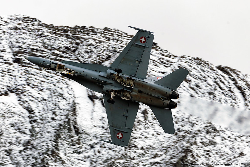 Swiss AF F/A-18C showing its undercarriage