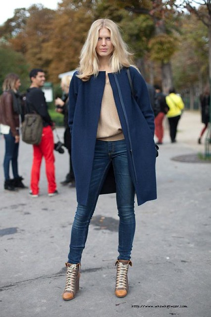 STREET-STYLE-FASHION-WEEK-PARIS-MODEL-STYLE-BLUE-COAT-SKINNY-JEANS-LACE-UP-CHLOE-BOOTS-NUDE-SWEATER-VIA-HARPERS-BAZAAR-