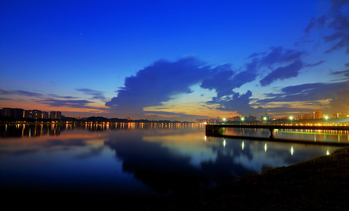 blue sky lake reflection water night sunrise canon landscape dawn singapore cloudy bluehour daybreak bedokreservoir tokina1116mm