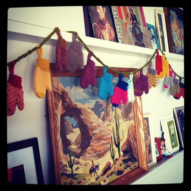 Mini Mitten Garland in Action