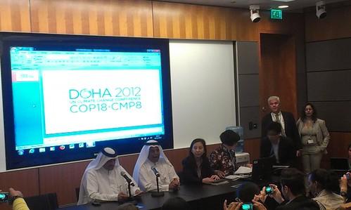 圖中左2,為COP18大會的主席阿布拉賓哈曼(H.E. Abullah Bin Hamad Al-Attiyah)。