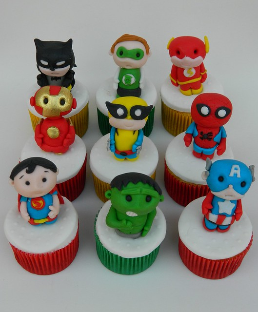 Super Heroes Fondant Cakes And Cupcakes