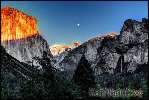 Moon rise over Tunnel View