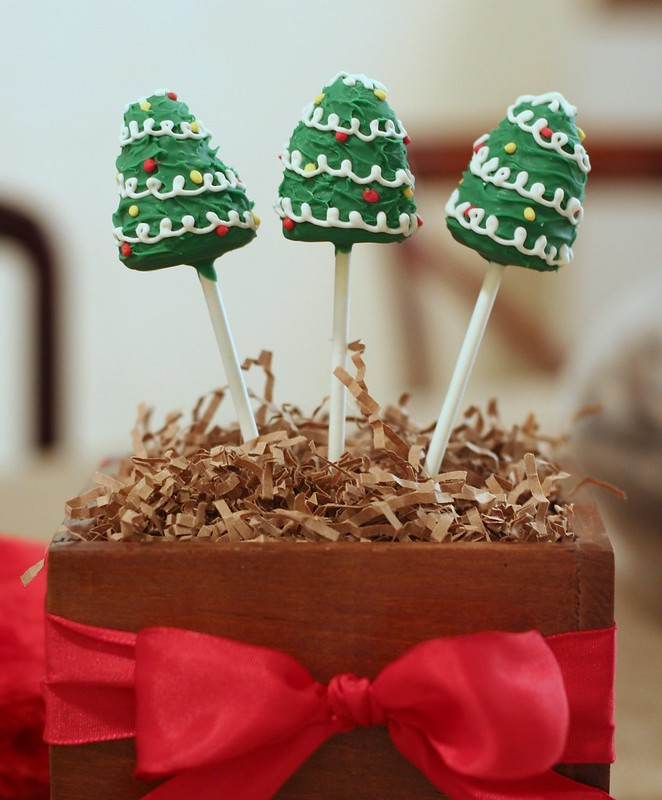 Chocolate Christmas Tree Cake Pops