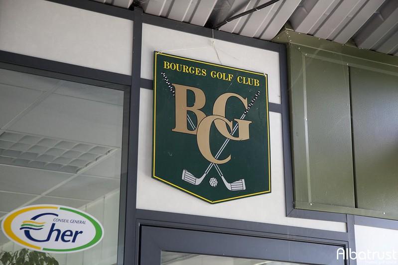 photo du golf UGOLF Bourges - Parking