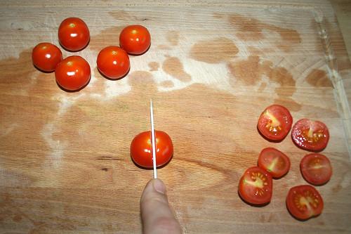 16 - Tomaten halbieren / Divide tomatoes in half