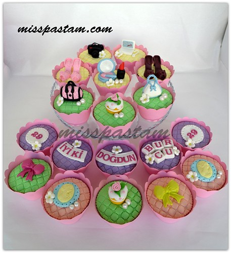laydies cupcakes by MİSSPASTAM