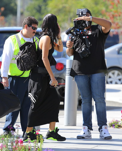 rihanna gettting ready for her 777 tour. new rihanna pictures