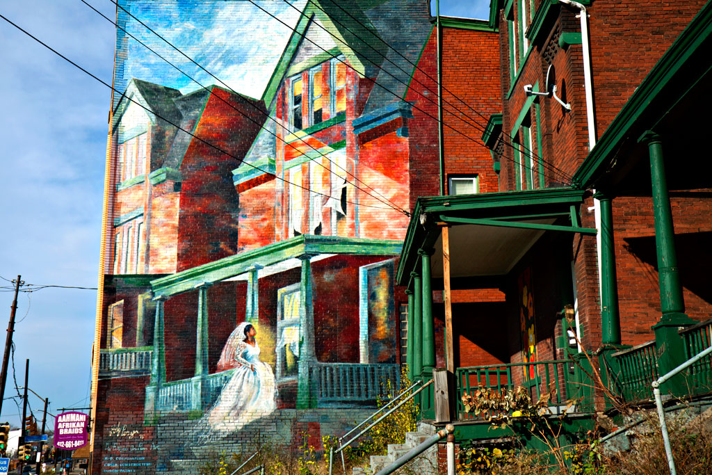 Mural-and-abandoned-houses--Pittsburgh