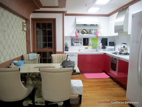 kitchen-dining-room-homestay-korea.jpg