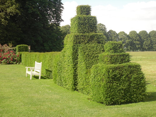 Hardwick Hall, Art Deco Style Hedge