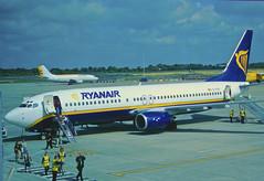 239aa - Ryanair Boeing 737-800; EI-CSG@STN;27.05.2003