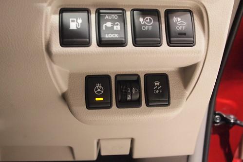 ステアリングヒーターのスイッチはステアリング右下
