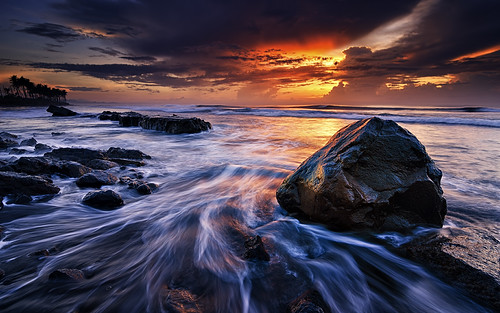 longexposure sea bali cloud seascape motion beach water rock sunrise indonesia nikon day cloudy hard wave tokina filter 09 lee nd pantai graduated waterscape gnd 1116mm manyar d7000