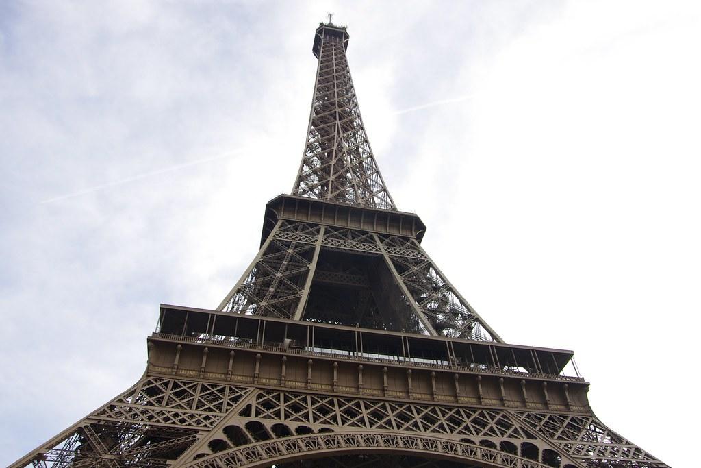 巴黎 鐵塔 翻過來倒過去~ by K-5 DA18-135