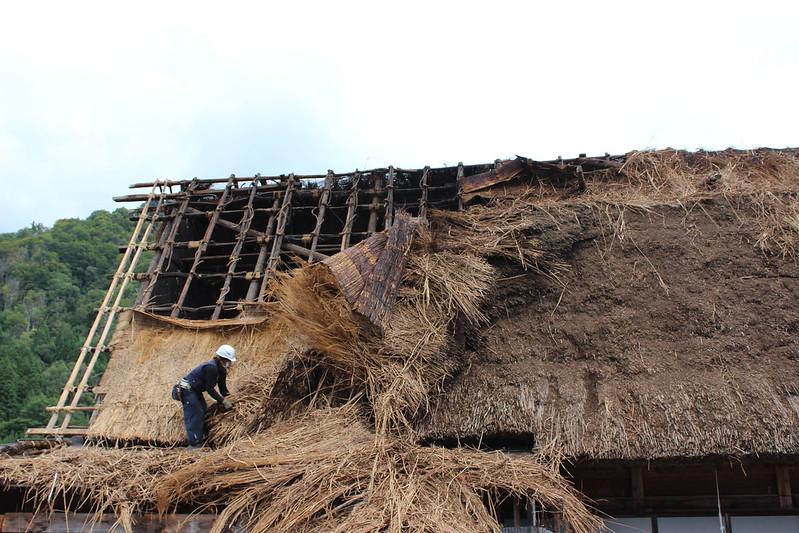白川郷 空葺き屋根の葺き替え