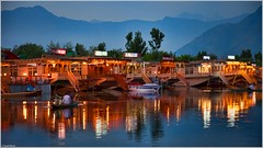 3 Nights Srinagar Houseboat Package - Deluxe