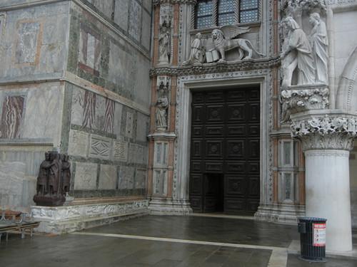 DSCN1223 _ I Tetrarchi, Basilica di San  Marco, Venezia, 13 October