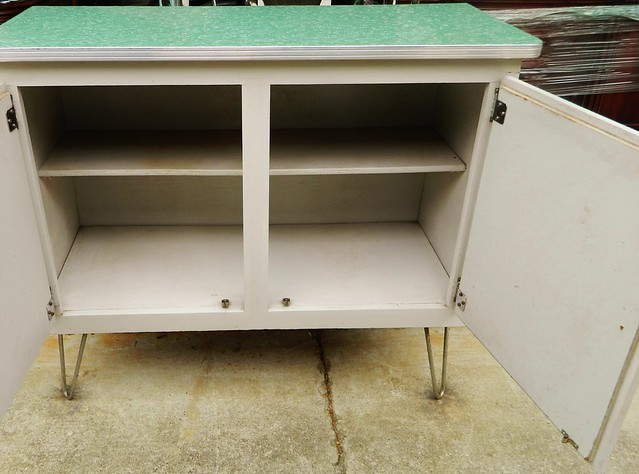 1940s stand alone kitchen unit via homeologymodernvintage.com