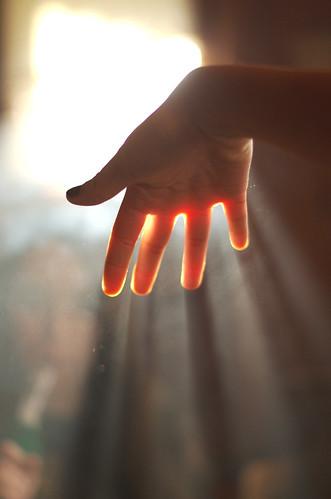 [フリー画像素材] 人物, ボディーパーツ - 手, 薄明光線 ID:201212151200