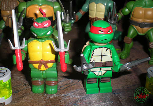 "LEGO Teenage Mutant Ninja Turtles :: ""Stealth Shell in Pursuit"" ; Raphael x  / .. with '03 MEGA BLOKS Raphael  (( 2013 ))"