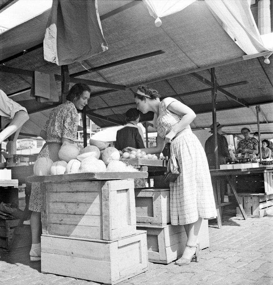 Vegetable market in Stockholm 1951