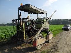 農委會毛豆形象廣告就是使用侯兆百的這部農機具。