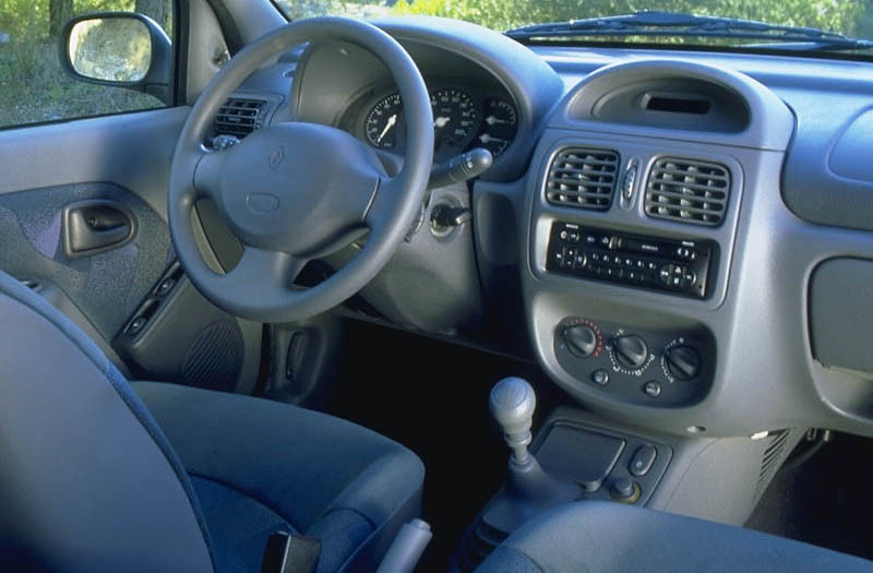 Pic request phase 1 interior blue parts swapped for for Interieur clio 2000
