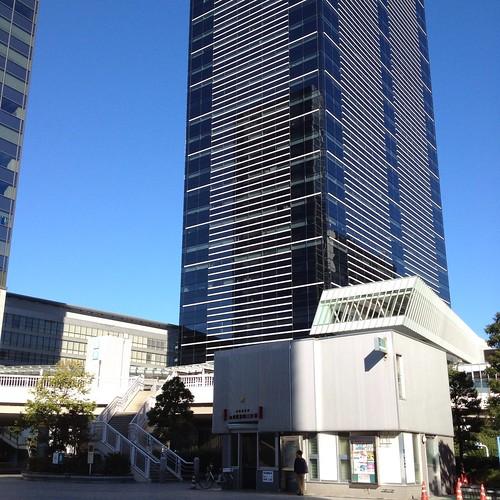 品川駅港南口に見える高層ビル アレア品川 by haruhiko_iyota