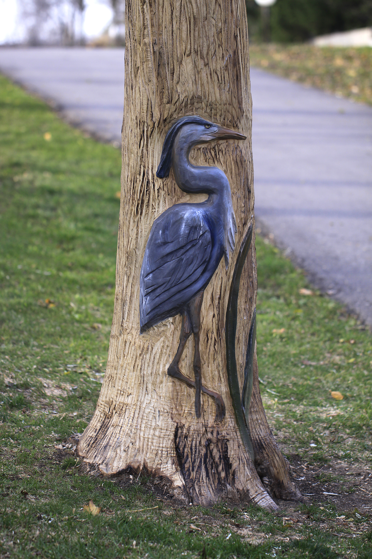 tree carving heron