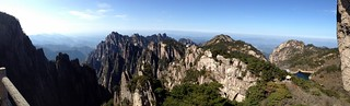 Huangshan 黄山 - View from Flying-over rock 飞来石