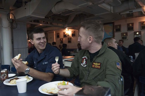 USS Mustin (ddg89) Sailors celebrate Thanksgiving