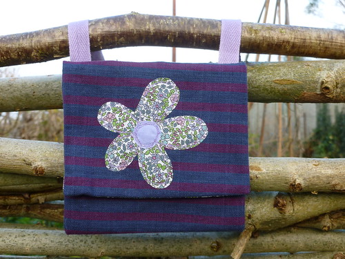 Neck purse