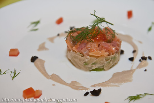 Smoked salmon on cucumber tagliatelle, cream lemon and chives IMG_4874 copy