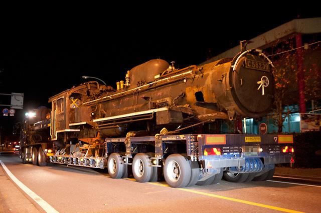 蒸気機関車 C58 239 陸送