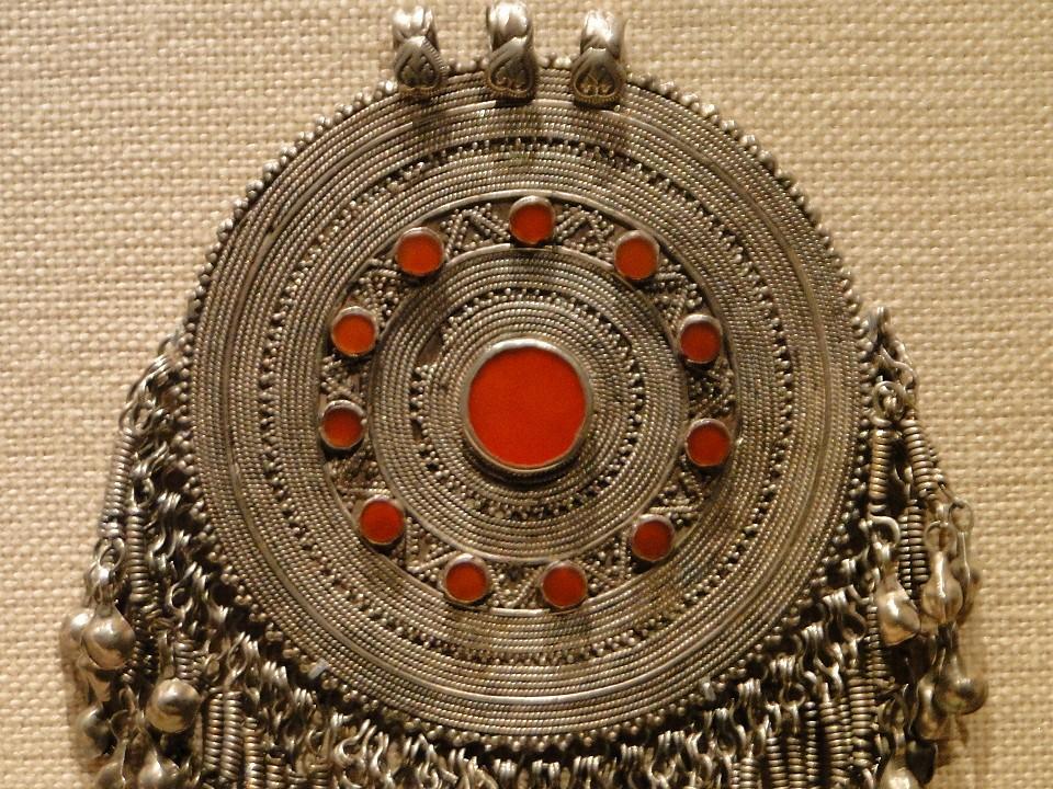 101 7dec12 4982 pectoral disc ornament Afghanistan Metropolitan Museum of Art mandala silver carnelians