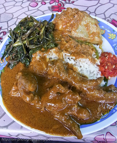 curry chicken feet and nasi kukus R0020159 copy