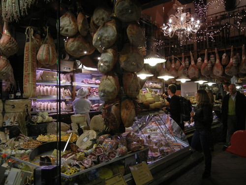 DSCN3517 _ Shops near Albergo delle  Drapperie, Bologna, 16 October