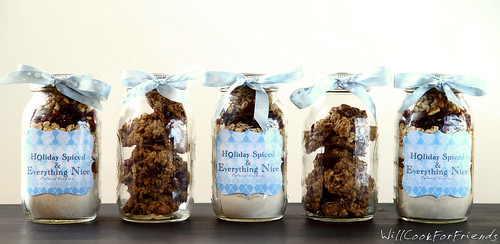 Holiday Spiced Oatmeal Cookies in Jar, 2/4