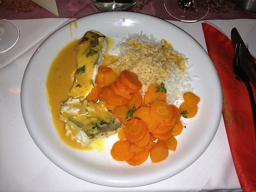 Zanderfilet an Hummersauce mit Basmati & glasierten Karotten / Pikeperch filet with lobster sauce, rice & glazed carrots