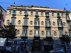 Mansion with busts (beginning 19th century) in Naples