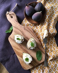 Shooting pretty figs for one of my cheese clients today #foodstyling #foodphotography #nyc #foodstagram #instafood #feedfeed #f52grams #buzzfeastfood #chefsofinstagram #foodwinewomen #foodie