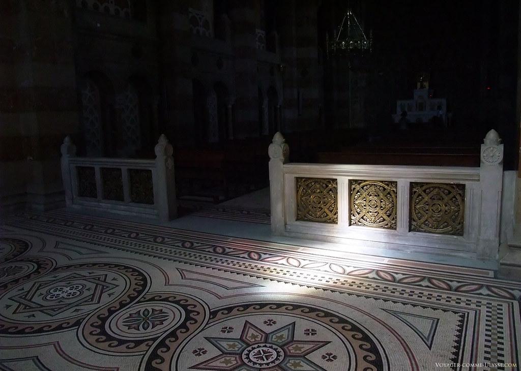 Entrée de la Chapelle Saint Lazare. Les mosaïques sont de toute beauté, fruit d'un travail minutieux.