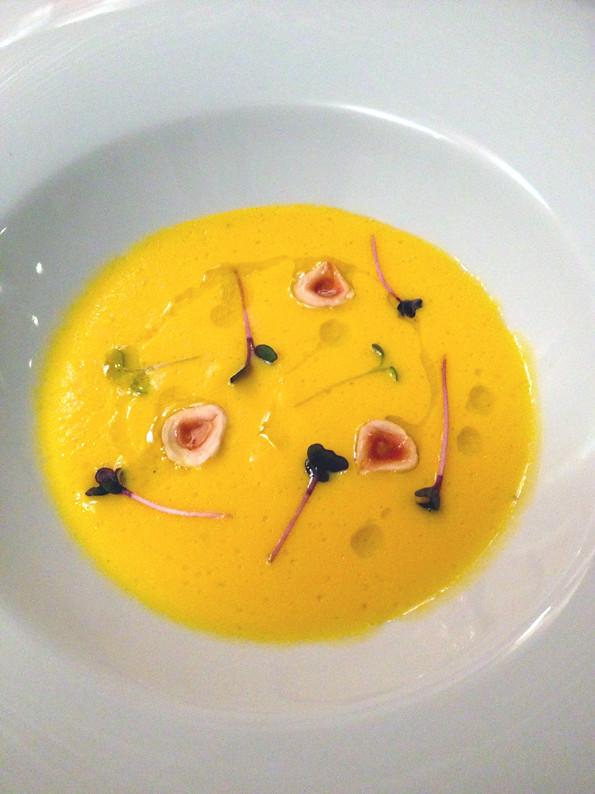 enocratia - vellutata carota, anice stellato e nocciole