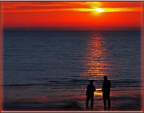 sky sun beach water strand reflections germany deutschland wasser silhouettes balticsea sonne ostsee spiegelung 2012 scharbeutz ostseeleuchte