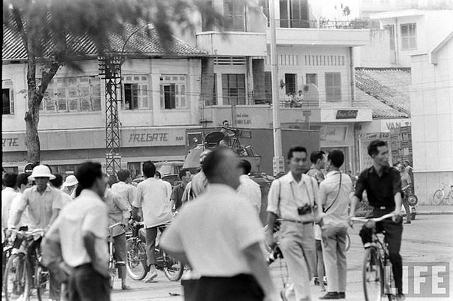 Saigon Coup 1965 - Me Linh Square