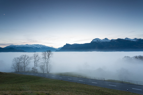 ocean sunset sea alps fog night canon eos se switzerland soft sonnenuntergang nebel nacht mark swiss iii 09 edge l 5d usm liechtenstein 1740mm hitech nebelmeer triesen