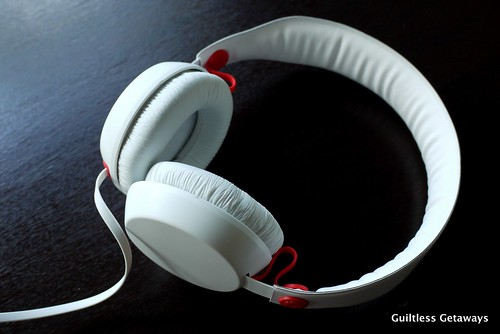 coloud-boom-headphones-white.jpg