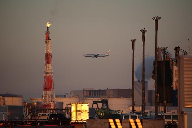 煙突横の着陸機